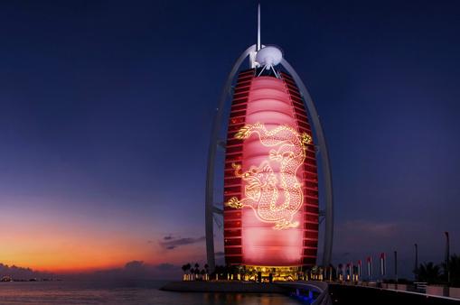 Gut bekannt L'hôtel Burj Al Arab se pare d'un dragon géant pour le nouvel an  PB43