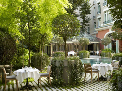Ouverture de la terrasse du royal monceau paris for Terrasse jardin restaurant paris