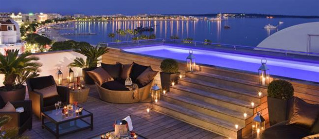 une terrasse de r ve sur le toit du majestic barri re cannes. Black Bedroom Furniture Sets. Home Design Ideas